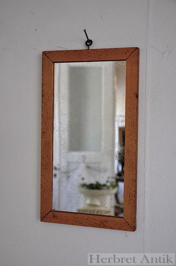 Nr 64. Liten spegel 30 x 17 cm