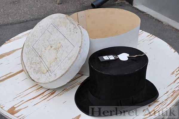 NR: 89 Hög hatt med ask