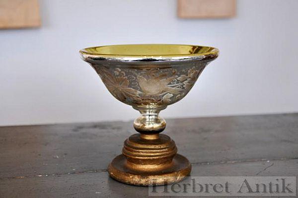 Nr: 122 Skål i fattigmans silver med träfot