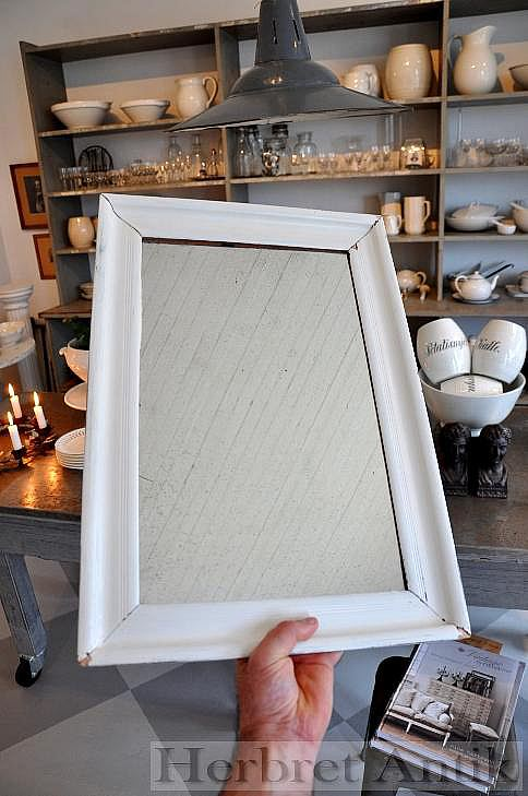 Nr: 123 Vit spegel 52 x 36 cm