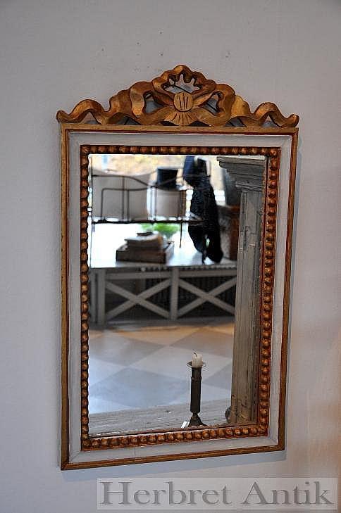 Nr: 128 Spegel 66 x 39 cm