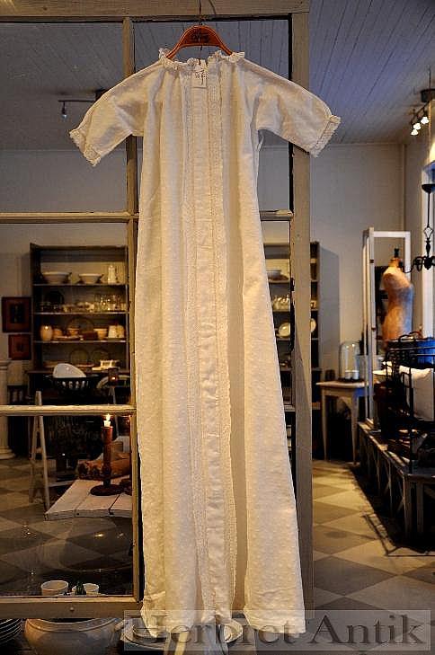 178 Gammal dopklänning
