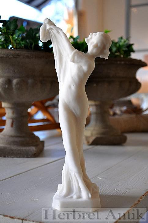 184 Vit figurin
