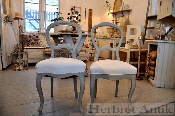 190 Två stolar, 350 kr/st