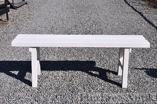 330 nytillverkad vit bänk  450 kr