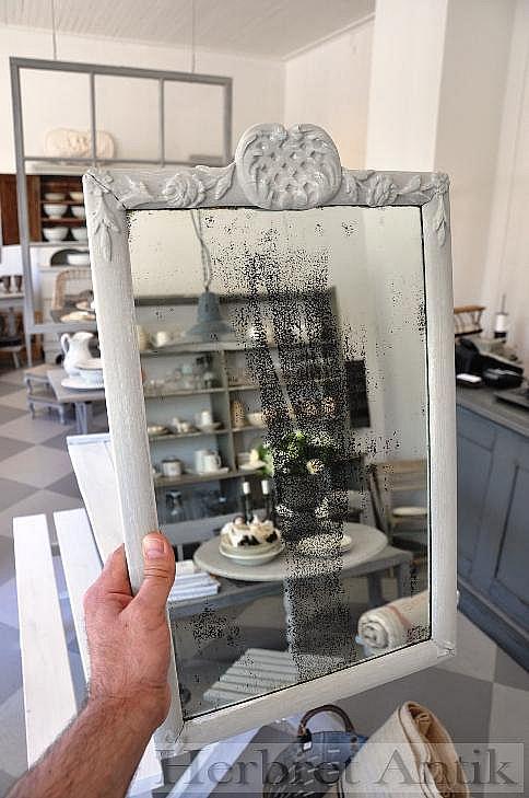 362 Liten spegel med krön 51x31 cm