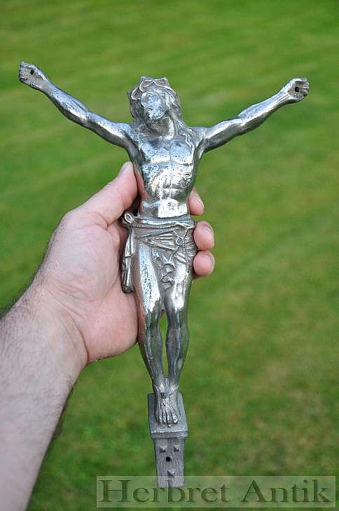 393 Stor gammal Kristusfigur