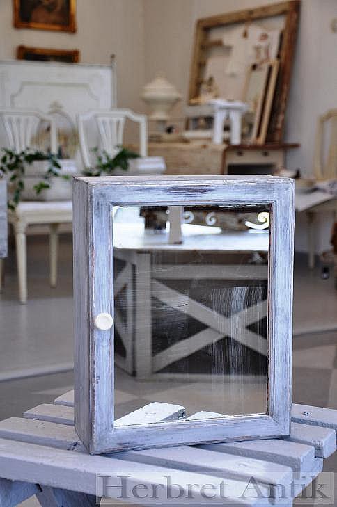 406 Litet spegelskåp (31 cm)
