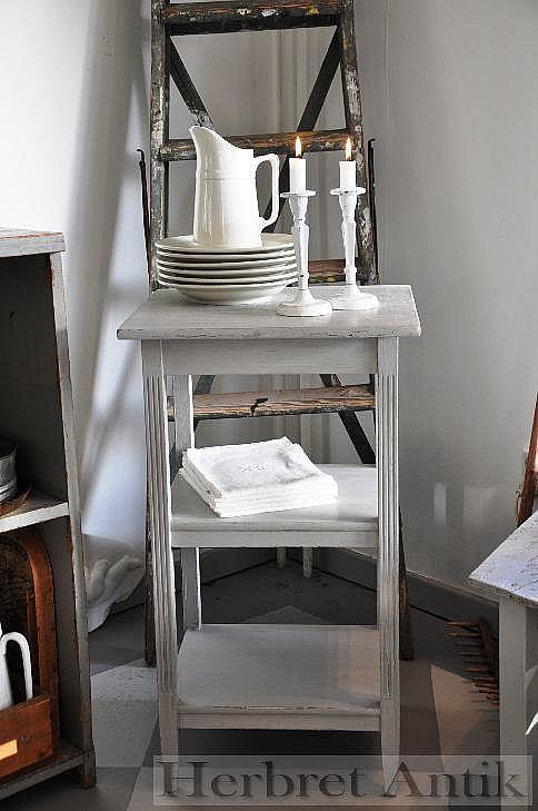 431 Litet gråmålat bord  SÅLT