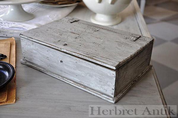 460 Gråmålat träskrin
