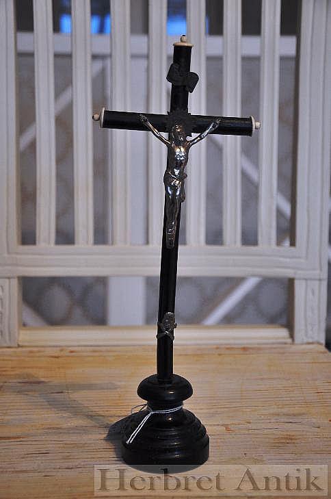 681 Franskt Bordskrusifix