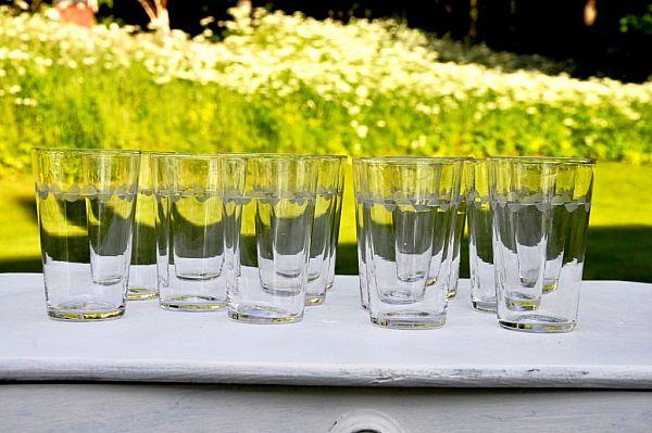 856 Tolv selterglas med dekor