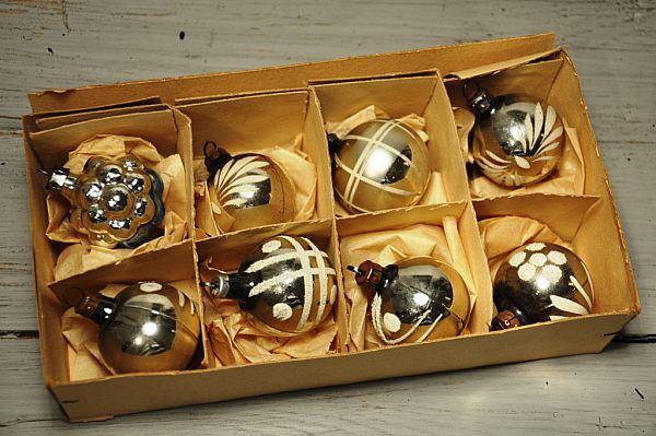 981 Åtta gamla Julkulor reserverade