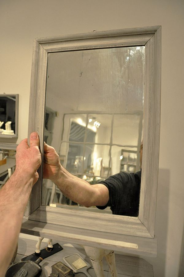 1086 Spegel med hylla