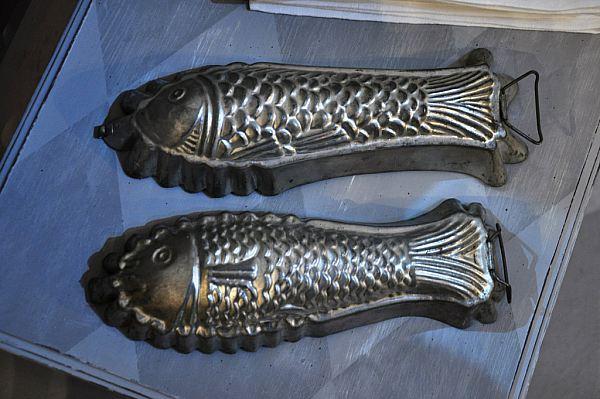 1117 Två fiskformar i bläckplåt