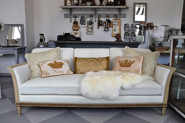 1128 Klädd soffa 3800kr
