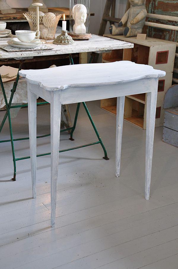 1158 Litet vitt bord 950kr