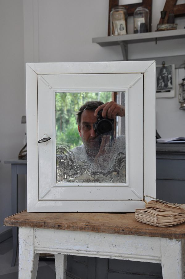 1182 Plåtskåp med spegel