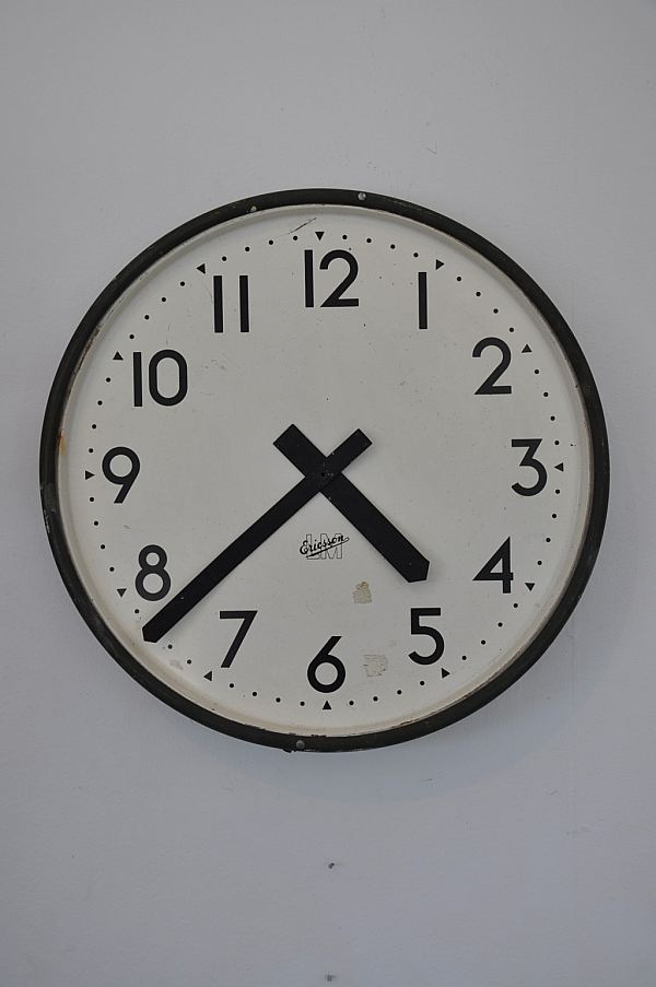 1195 Väggklocka/urtavla LM Ericsson