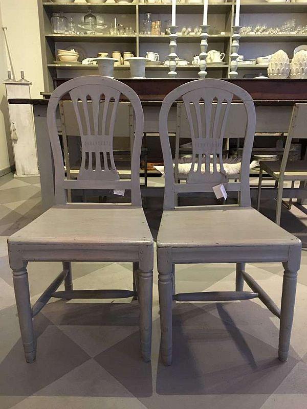 1371 Två gustavianska stolar  3000kr