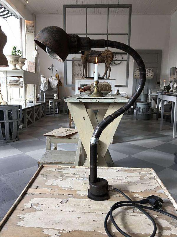 1422 Industrilampa med svanhals