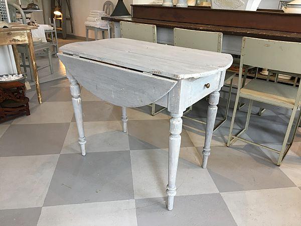 1488 Klaffbord med två lådor  1250kr