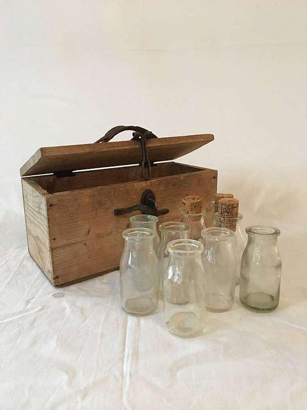 1725 Trälåda med flaskor