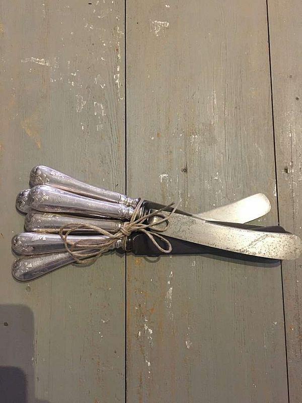 1826 Sex knivar Fransk lilja