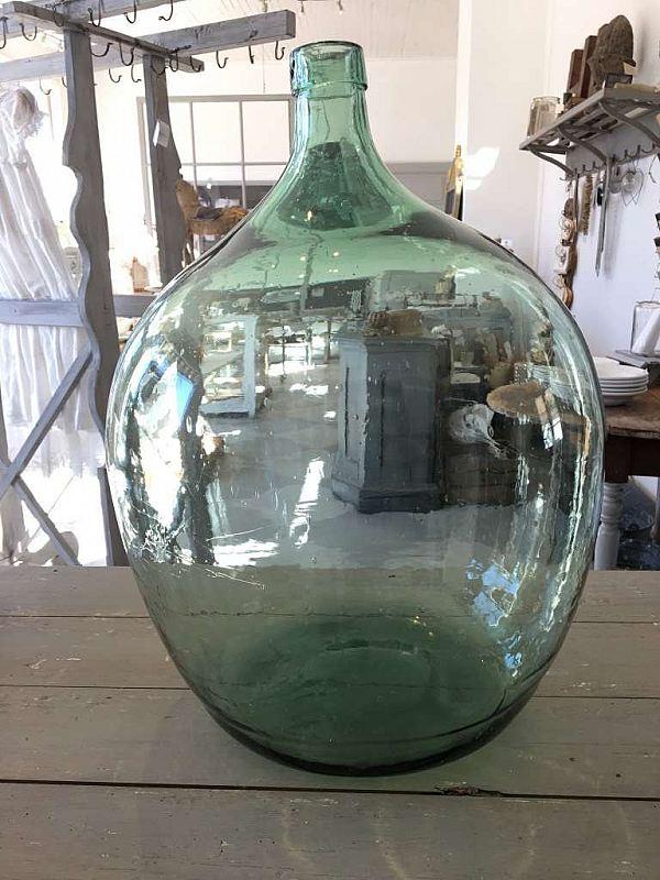 1913 Stor glasflaska  Reserverad 550kr