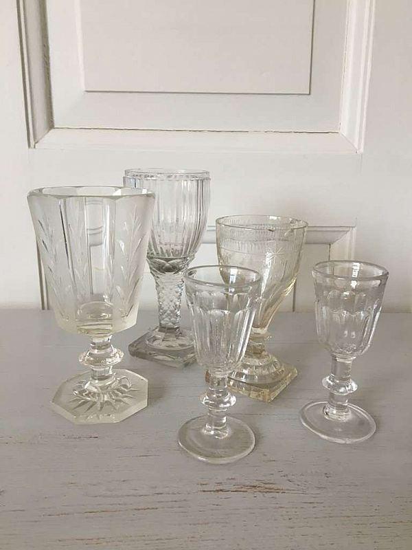 2142 Fem glas, 1800 -tal