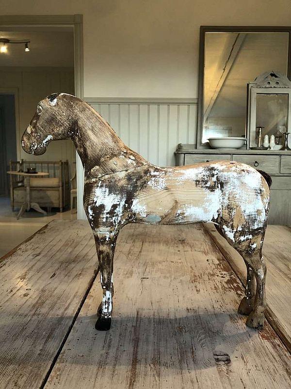 2421 Trähhäst såld