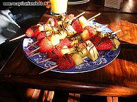 fruktspett med chocklad