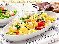 Kall tortellinisallad med mozzarella och melondressing