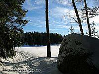 Åker täckt av snö